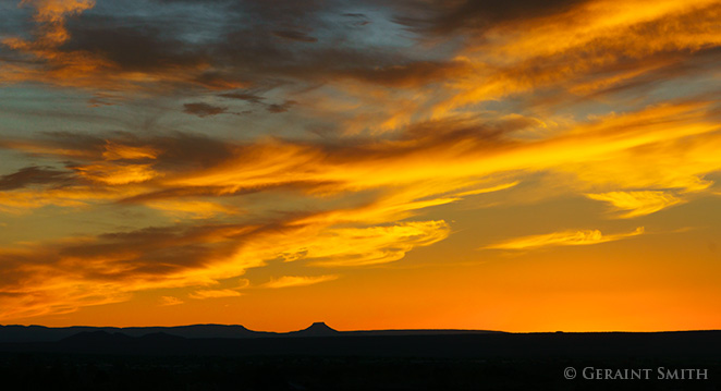 Cerro Pedernal sunset from taos new mexico