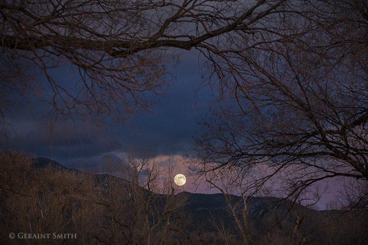 wolf moon el prado new mexico