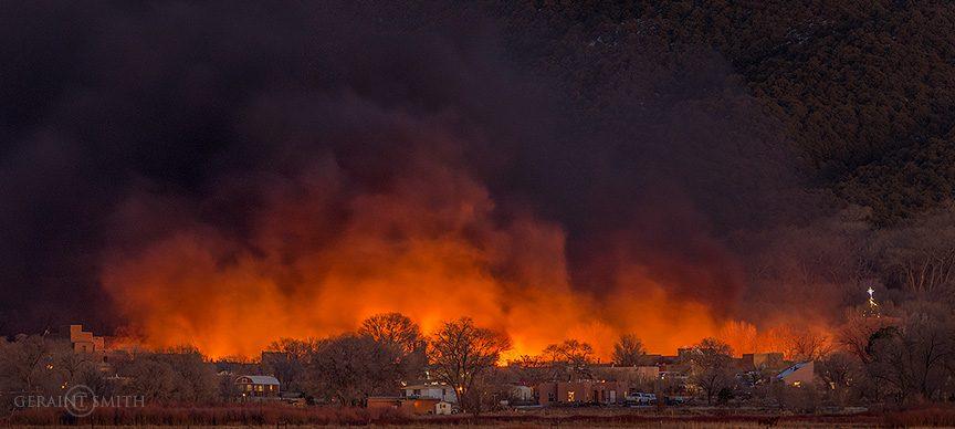 taos_pueblo_bonfires_8051_8056-4076318