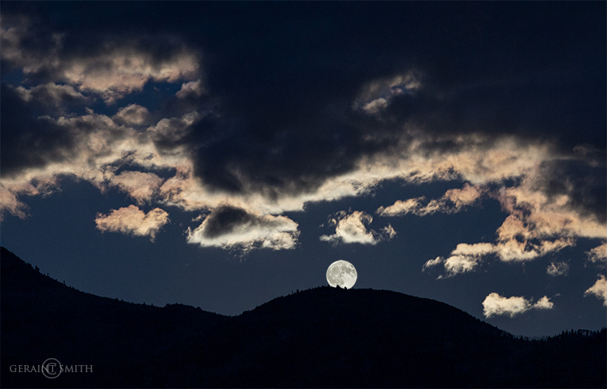 Full moon rising, Columbine Hondo Wilderness NM