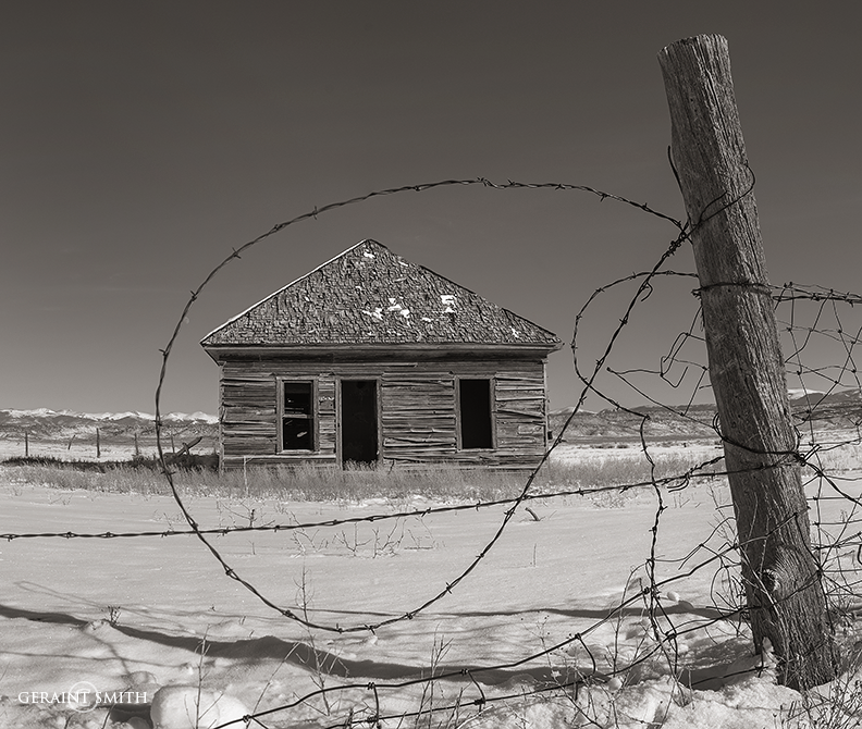 san_luis_valley_homestead_wire_fence_bw_a7r-9484-9383-8142279