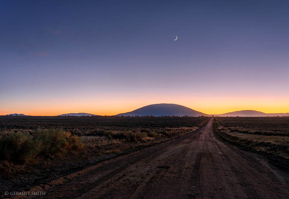 ute_mountain_road_crescent_moon_2250-3678555